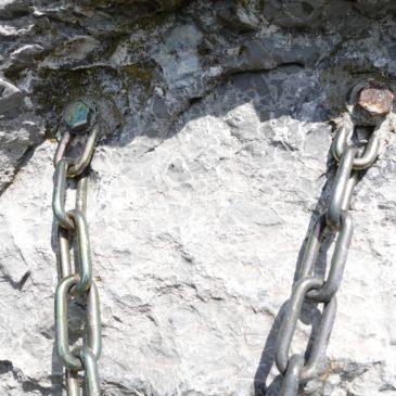 Materiál pre fixné istenia zaistených lezeckých ciest